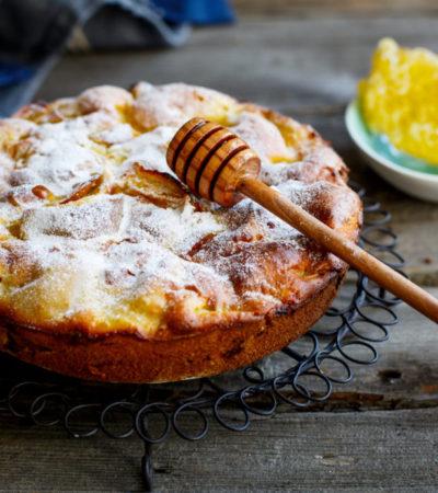 Как испечь шарлотку с медом и яблоками: рецепт ароматной домашней выпечки