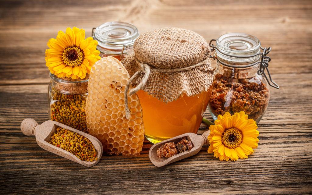 Мед содержит фруктозу