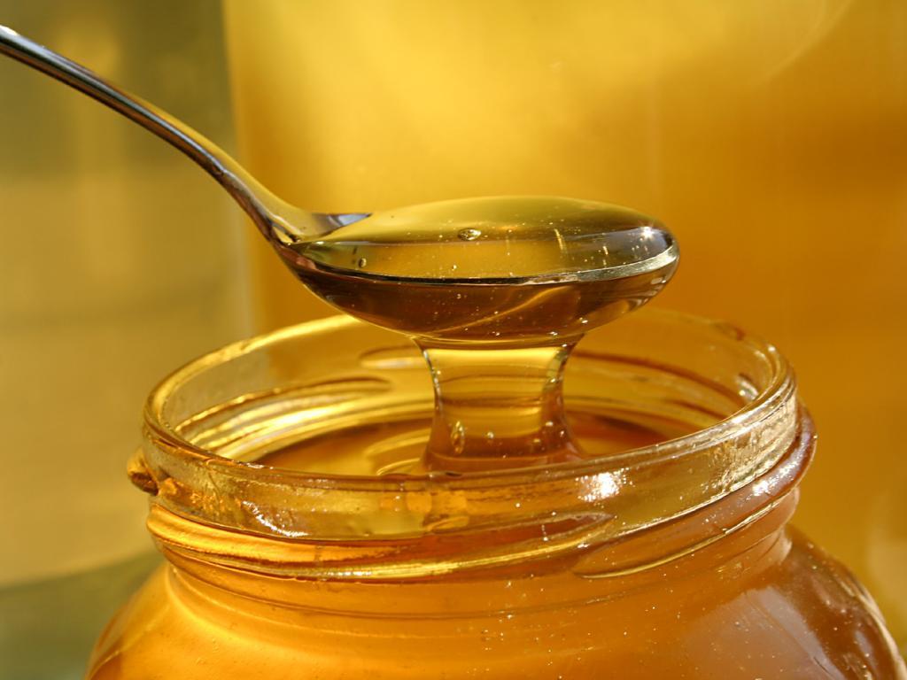 С какого возраста ребенку можно давать мед, когда продукт противопоказан детям?
