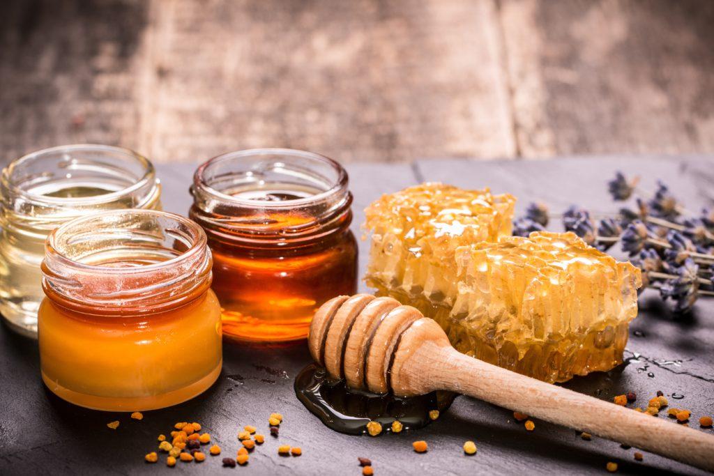К чему может сниться мед, что означает сон, в котором его покупают или едят: толкование разных сонников